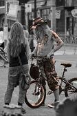 Leva som en rullande sten - mannen på cykel — Stockfoto