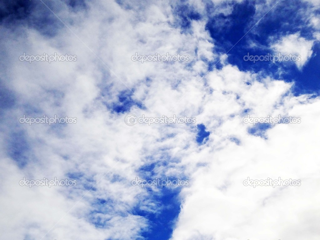 Blue sky with clouds early in spring — Stock Photo #9651944
