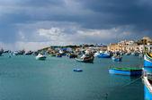 Barcos de pesca, na aldeia de marsaxlokk, malta — Foto Stock