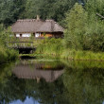 refuge près du lac — Photo