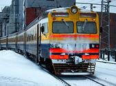 Treno elettrico in uscita — Foto Stock