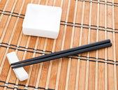Yemek çubukları ve kase — Stok fotoğraf