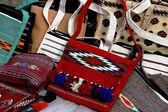 Objetos de bazar oriental - bolsas decorativas hechas a mano. turkmenistán. ashkhabad — Foto de Stock