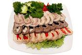 Rebanadas de jamón y carne de res en placa blanca — Foto de Stock