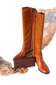 Un nuovo paio di stivali, sciarpa moda e borsa a mano — Foto Stock