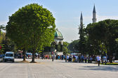 Hippodrome in Istanbul with tourists — Stock Photo