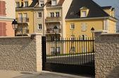 Ile de france, bostäder blockera i vaureal — Stockfoto