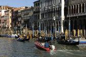ιταλία, παλαιό παλάτι, κοντά στο μεγάλο κανάλι — Φωτογραφία Αρχείου