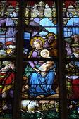 Frankrijk, glasraam in de kerk saint martin van triel — Stockfoto