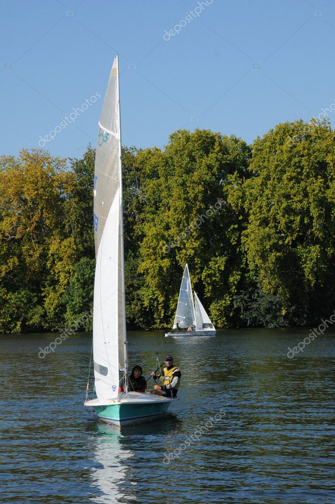 France, Les Mureaux, sailing boat on Seine river — Stock Photo #9981894