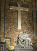 Michelangelo's Pietà in St. Peter's Basilica in Rome — Stock Photo