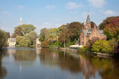 Kasteel Minnewaterpark and Love Lake at Brugge - Belgium — Stock Photo