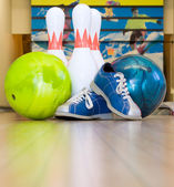 Bowling balls, shoes and pins — Stock Photo