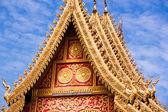 Złoty Buddysta rozciągacz dachu — Zdjęcie stockowe