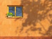 Janela na parede laranja — Fotografia Stock