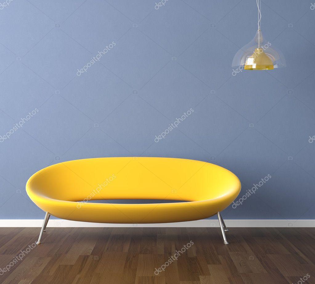 Blauwe muur met gele bank interieur design — stockfoto ...