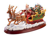 Antique Santa Sleigh isolated on white with a clipping path — Stock Photo