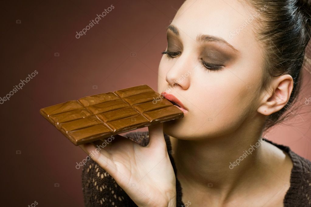 Never enough chocolate, brunette stunner with large dose of desserts. — Stock Photo #10108902