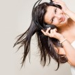 Beautiful brunette enjoying music. — Stock Photo
