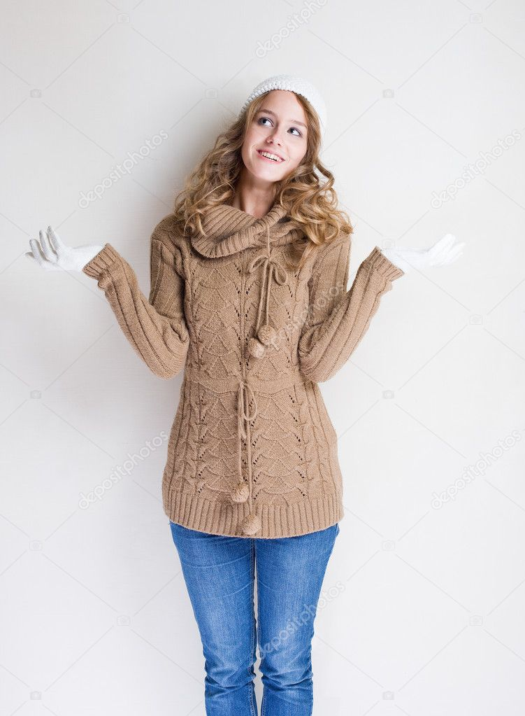 Portrait cheerful gesturing winter fashion girl. — Stock Photo #8189090