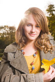 Sunny fall dashion woman. — Stock fotografie