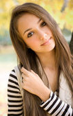 Beautiful young model in the park. — Stock Photo