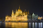 The Hungarian parliament lit up at night. — Stock Photo