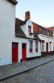 Europeiska liten gata med gamla tegelhus — Stockfoto