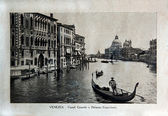 "ITALY - CIRCA 1910: A picture printed in Italy shows image of Venice Grand Canal with palazzo Franchetti and gondola boat, Vintage postcards ""Italy"" series, circa 1910 — Stockfoto"