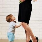Baby boy and his happy mom — Stock Photo