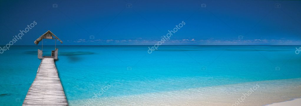 Panoramic tropical beach with coconut palm in middle of nowhere. — Stock Photo #8242578