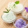Соль для ванны с цветами — Стоковое фото
