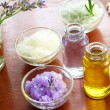 Foto Stock: Bath salt with aromatherapy oil