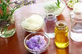 Koupelová sůl s aromaterapeutické oleje — Stock fotografie