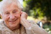 Happy senior lady in wheelchair — Stockfoto