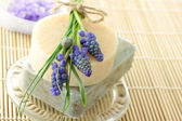 Handmade soap and grape hyacinth — Foto de Stock