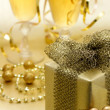 Christmas gift and champagne — Stockfoto