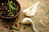 Peppercorn and Garlic — Stock Photo