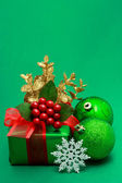 Christmas green gift box — ストック写真