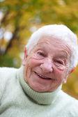 Счастливая старшая леди — Стоковое фото