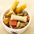 Foto Stock: Dog food in dog bowl