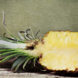 Half ananas with juicy pulp — 图库照片