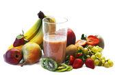 Batido de leche con selección de frutas — Foto de Stock