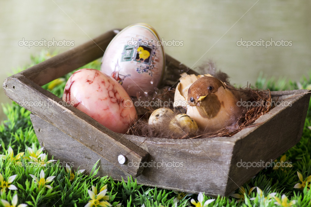 Easter decoration on a wooden basket — Stock Photo #9740736