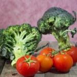 Broccoli and tomatoes — Stock Photo