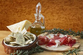 Zelfgemaakte ravioli gevuld met prosciutto di parma — Stockfoto