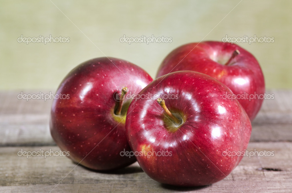 Red apples on wooden table — Stock Photo #9979572