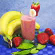 Strawberry and banana soft drink — Stock Photo