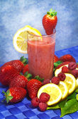 Strawberry,raspberries and lemon soft drink — 图库照片