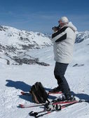 The man on skis with a camera at ski resort — Stock Photo